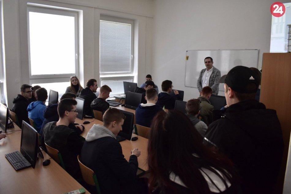 Ilustračný obrázok k článku FOTO: Stredoškoláci z východu si vyberajú budúce povolanie: Prišli si obzrieť košické vysoké školy