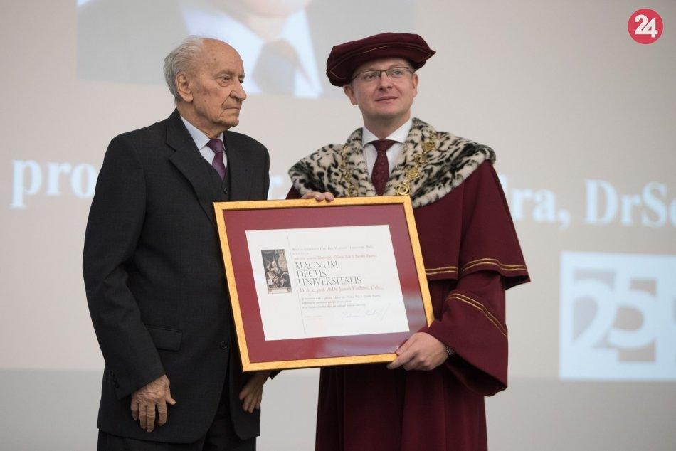 Ilustračný obrázok k článku Významné jubileum: Zakladateľ bystrickej UMB a jej prvý rektor Ján Findra má 85 rokov