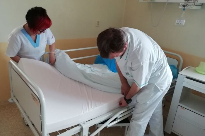 Ilustračný obrázok k článku Zvýšili im komfort: Pacienti nemocnice majú nové matrace proti preležaninám