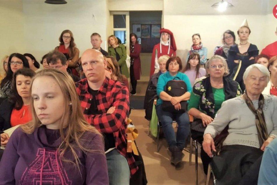Ilustračný obrázok k článku AXA klub praskal vo švíkoch: Prednáška historičky Dvořákovej zaujala nielen ženy, FOTO
