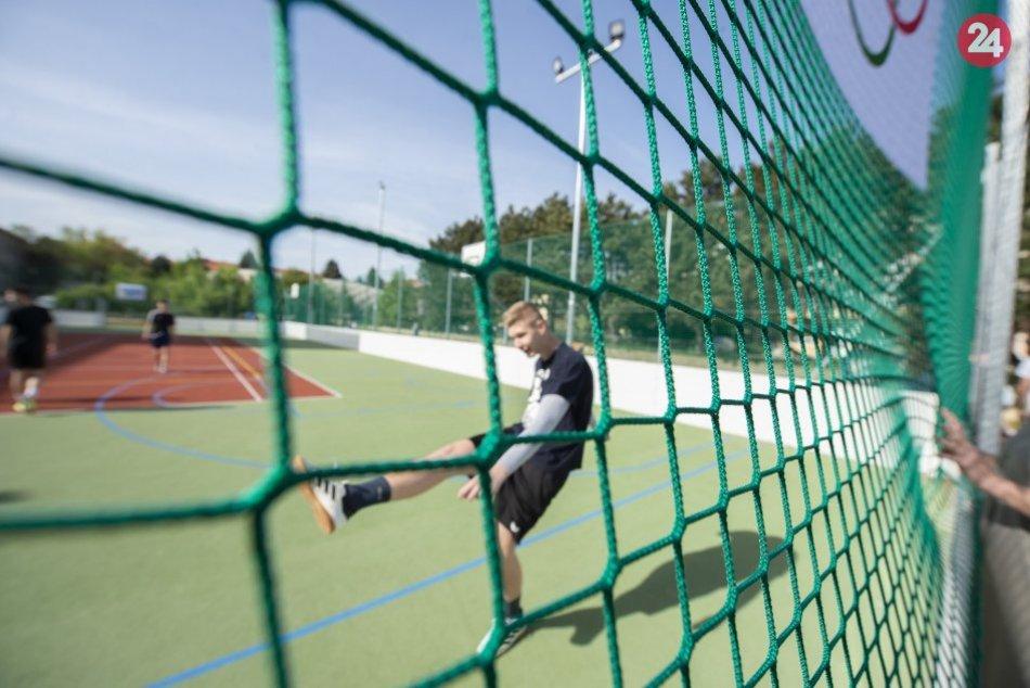 Ilustračný obrázok k článku Láka vás to športovať? V týchto časoch sú otvorené multifunkčné ihriská v Revúcej