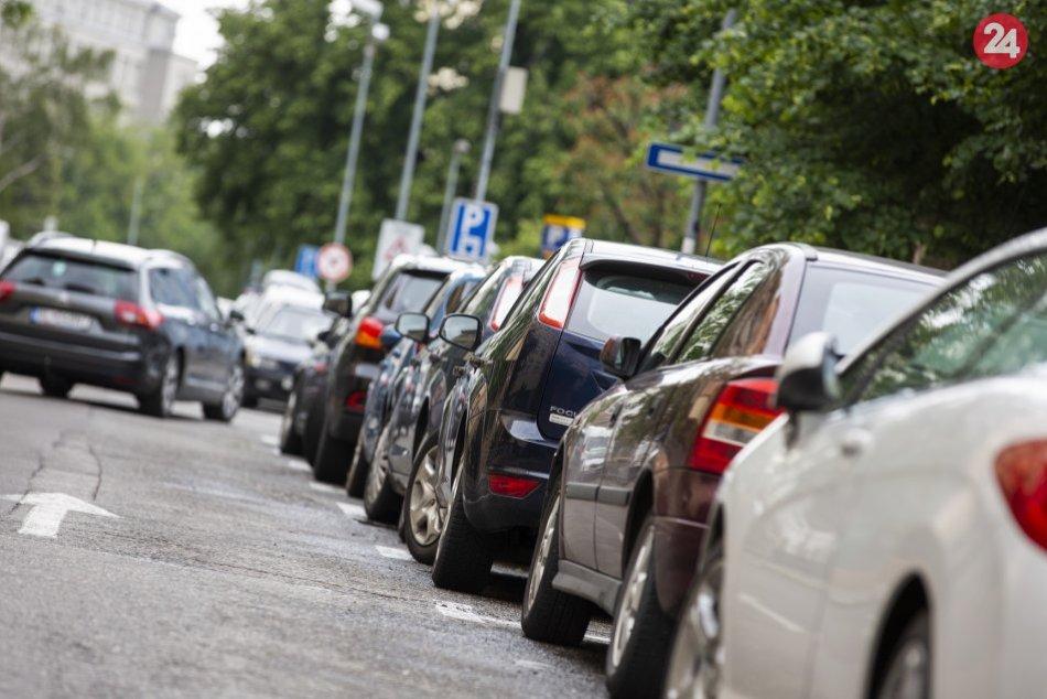 Ilustračný obrázok k článku Prievidza mení parkovaciu politiku v centre: Zrušili papierové karty
