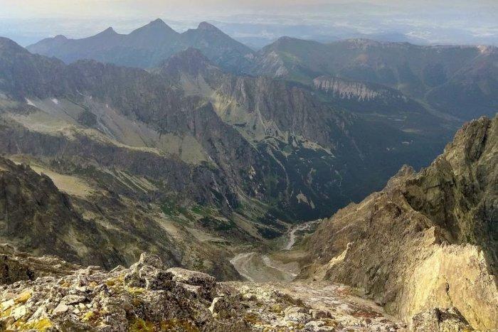 Ilustračný obrázok k článku Maďarskí turisti uviazli v Tatrách: Na Lomničák si trúfli bez horolezeckého vybavenia