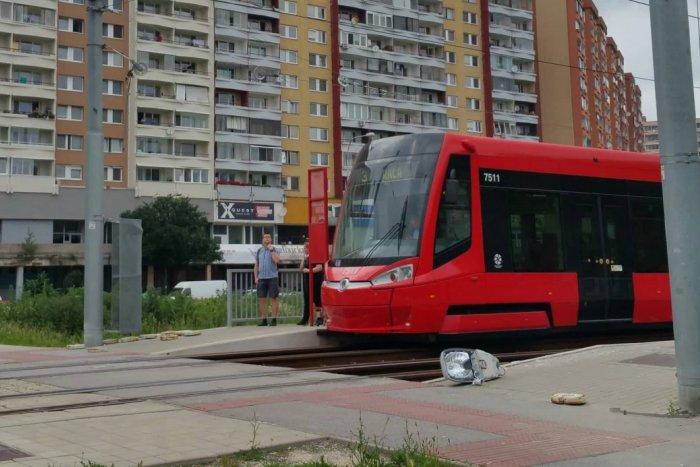 Ilustračný obrázok k článku Nešťastné piatkové ráno:  V Petržalke sa vykoľajila električka