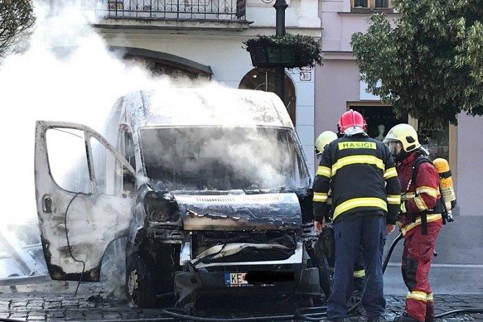 Ilustračný obrázok k článku Požiar na Hlavnej! Hasiči zasahovali pri horiacej dodávke, VIDEO