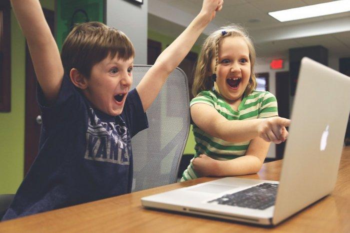 Ilustračný obrázok k článku Základná škola prišla s originálnym nápadom: Deň otvorených dverí pripravila online