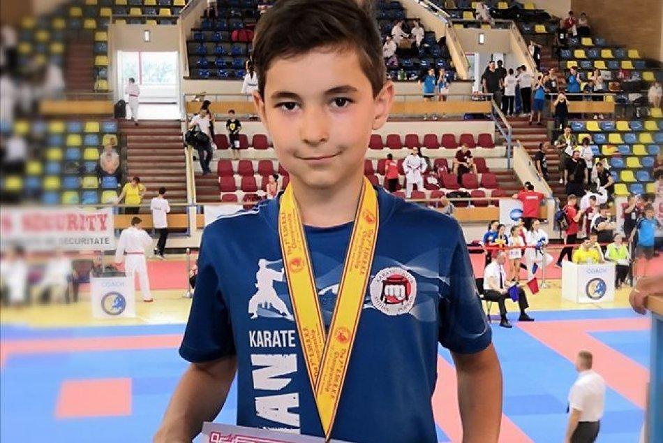 Ilustračný obrázok k článku Tak tomuto sa povie parádny úspech: Tadeáš z Popradu sa stal majstrom Európy v karate