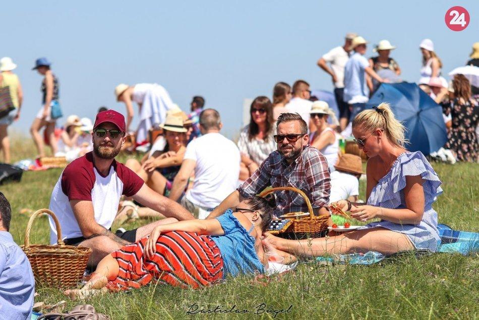 Ilustračný obrázok k článku Topoľčany zažijú Piknikové popoludnie: Lákajú na koncert, jazdu na koňoch a letné kino