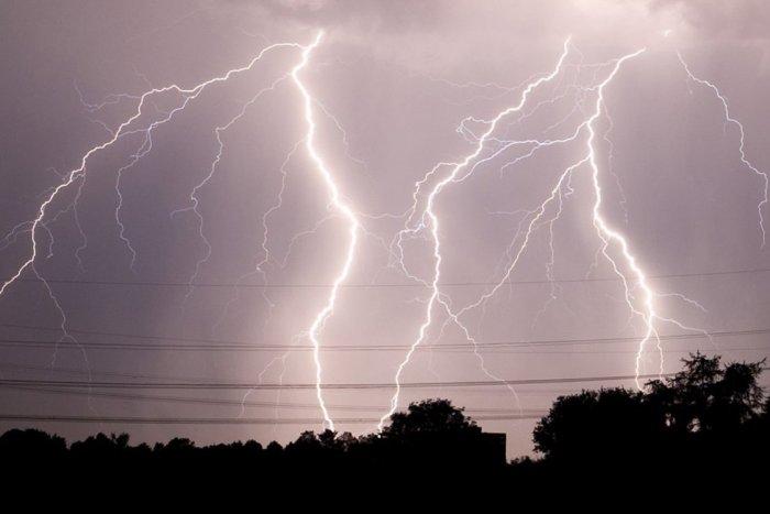 Ilustračný obrázok k článku V okrese Rožňava pozor na búrky: Na TIETO hodiny platí výstraha!