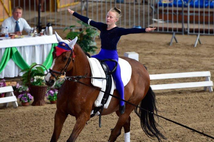 Ilustračný obrázok k článku Úspech voltiže spod Tatier: Ema Kolesárová postúpila na majstrovstvá sveta