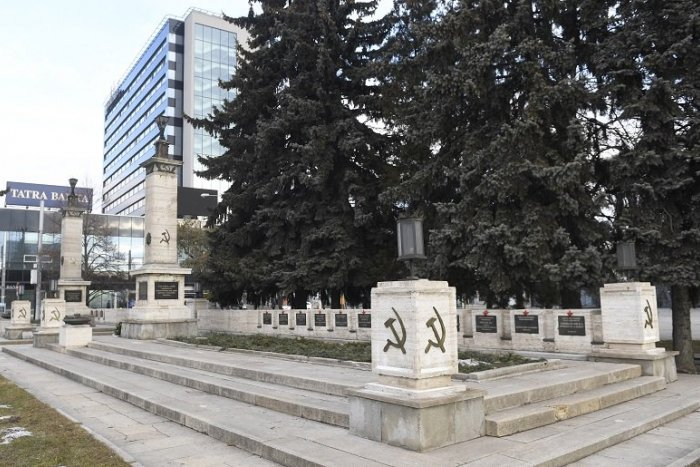 Ilustračný obrázok k článku Ulice a pamätníky velebiace komunistický, nacistický či fašistický režim dostanú stopku
