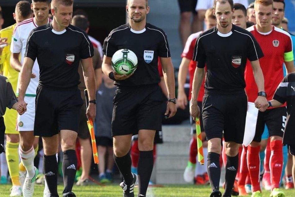 Ilustračný obrázok k článku Oblastný futbalový zväz Banská Bystrica zháňa rozhodcov. Šancu dáva chlapcom aj dievčatám