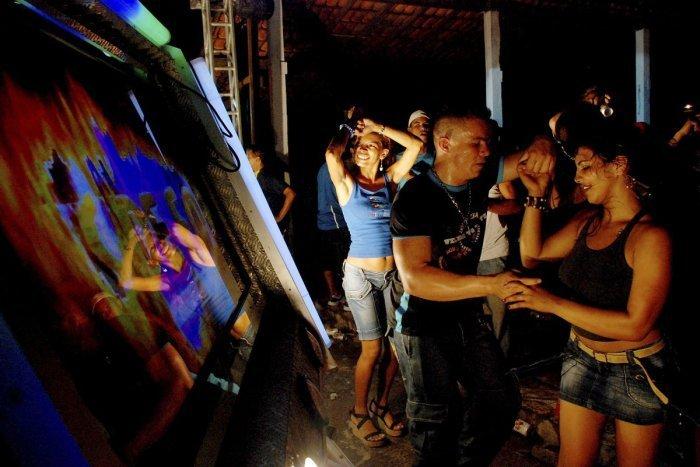 Ilustračný obrázok k článku Česi si ZATANCOVALI, dostali pokuty! Polícia v baroch a kluboch kontrolovala opatrenia