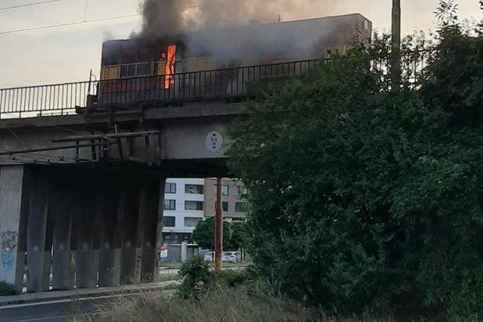 Ilustračný obrázok k článku Plamene na koľajniciach: Medzi Vajnormi a Vinohradmi horel vlak