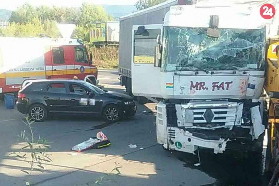 Ilustračný obrázok k článku V Prievidzi sa zrazili dva nákladiaky s autom: Hlásia troch zranených, FOTO