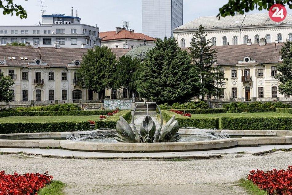 Ilustračný obrázok k článku Koronavírus: Zatvoria sa brány viacerých parkov, záhrad a detských ihrísk
