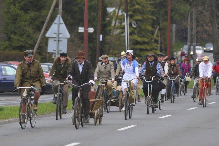 Ilustračný obrázok k článku Historické bicykle vyrazia na skupinovú jazdu elegancie: Blíži sa Oponický pedál