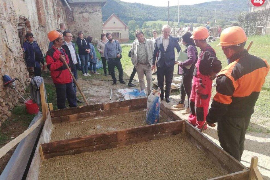Ilustračný obrázok k článku Coburgovský kaštieľ vJelšave obnovujú pre turizmus. Ponúknuť má netradičné ubytovanie, FOTO