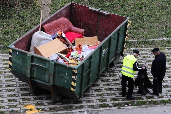 Ilustračný obrázok k článku Jesenné upratovanie je v plnom prúde: Kedy a kde budú rozmiestnené kontajnery?