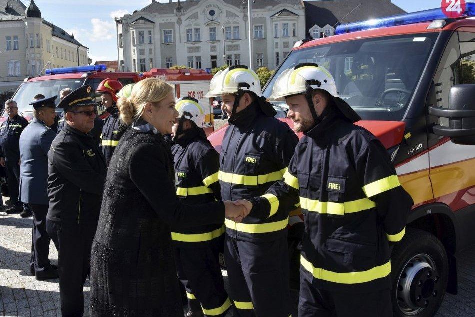 Ilustračný obrázok k článku Viaceré obce a mestá v Nitrianskom kraji si prevzali nové hasičské autá, FOTO