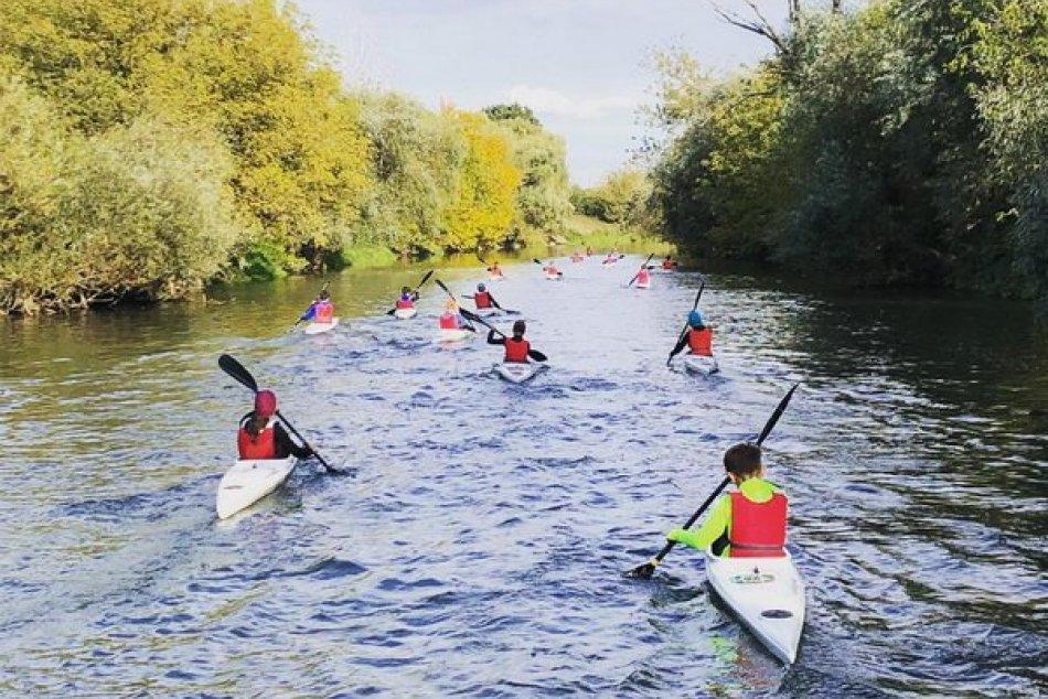 Ilustračný obrázok k článku Kanoistika v Zámkoch naberá na obrátkach: Mladí vodáci si razia cestu vpred, ROZHOVOR
