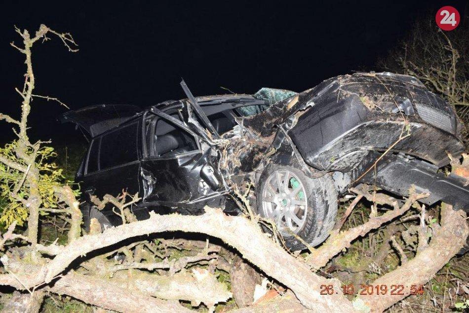 Ilustračný obrázok k článku Mladý vodič (19) pri Revúcej zišiel s autom do priekopy. Na mieste 5 zranených, FOTO