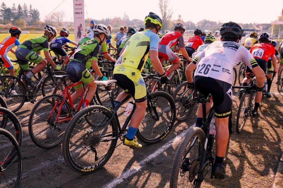 Ilustračný obrázok k článku Cyklokros v Topoľčiankach: ZÁBERY z medzinárodných pretekov