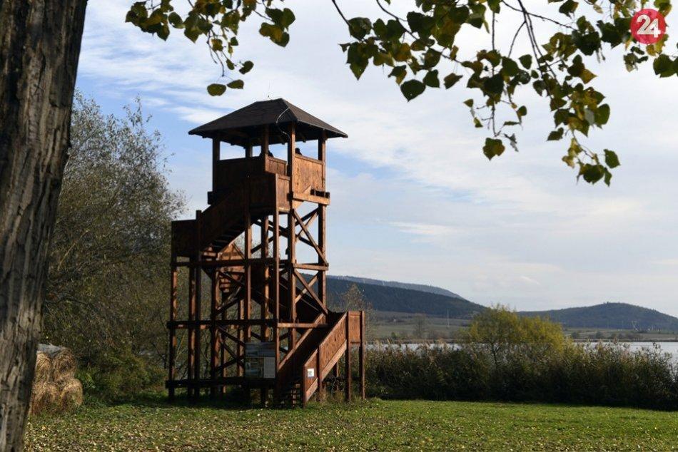 Ilustračný obrázok k článku Pri Hrhovských rybníkoch pribudol náučný chodník i pozorovacie veže, FOTO