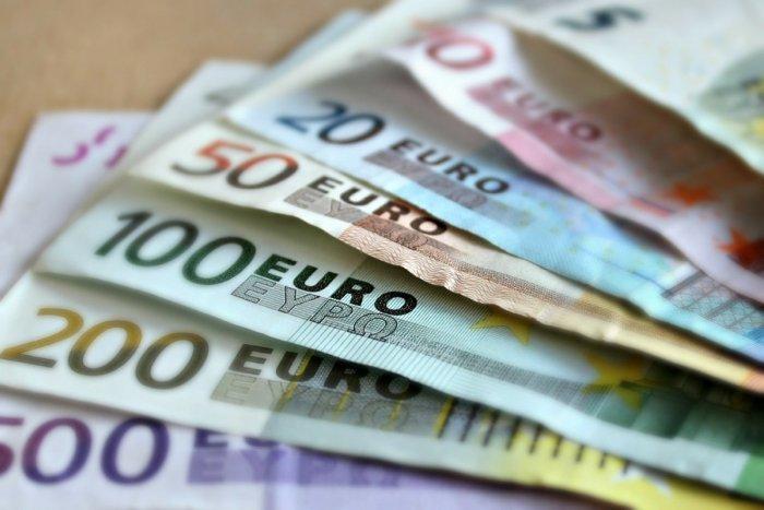 Ilustračný obrázok k článku Seniorka zo Šale naletela podvodníkom: V strachu o syna im odovzdala tisíce eur