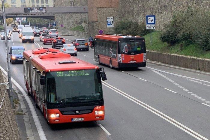 Ilustračný obrázok k článku Táto cesta preťala historické jadro Bratislavy. Podarí sa prepojiť Podhradie a centrum mesta?