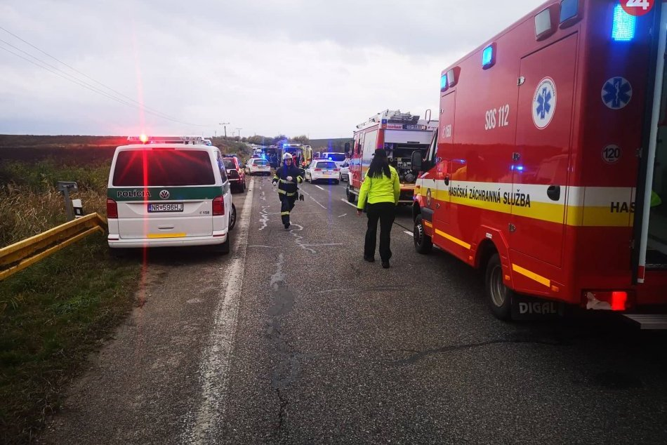 Ilustračný obrázok k článku Nehoda autobusu: Do nitrianskej nemocnice priviezli ťažko zranených cestujúcich