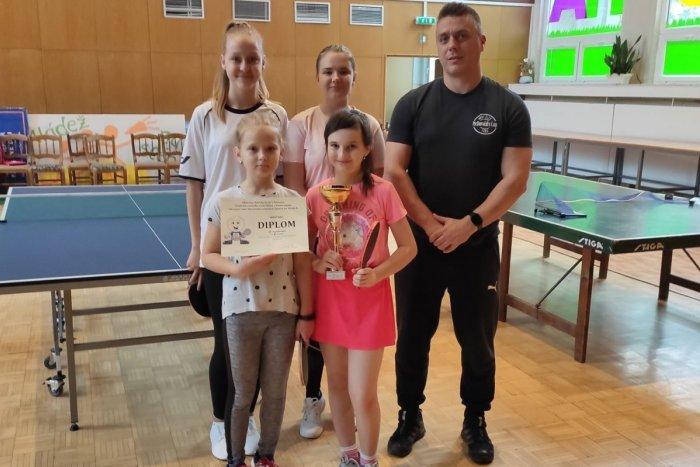 Ilustračný obrázok k článku Nela, Ela, Katka a Júlia bodujú: Dievčatá zo ZŠ Kudlovskej žiaria v stolnom tenise