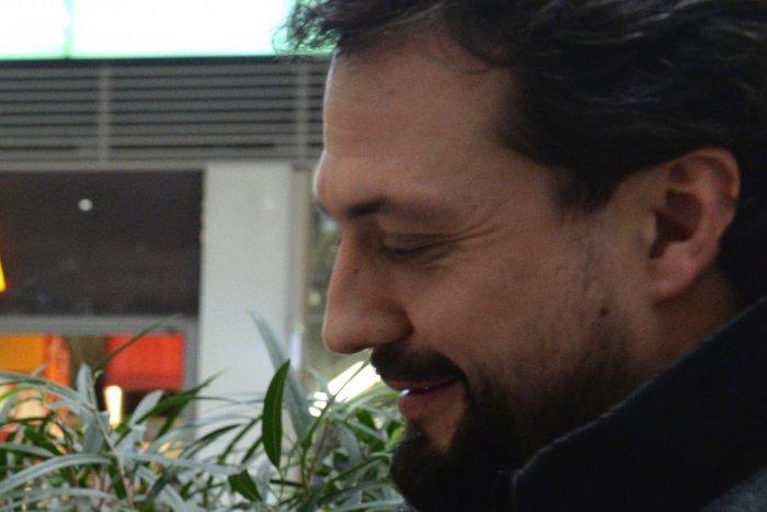Ilustračný obrázok k článku Obrovský smútok Mariána Čekovského: Dal ZBOHOM otcovi na jeho poslednej ceste