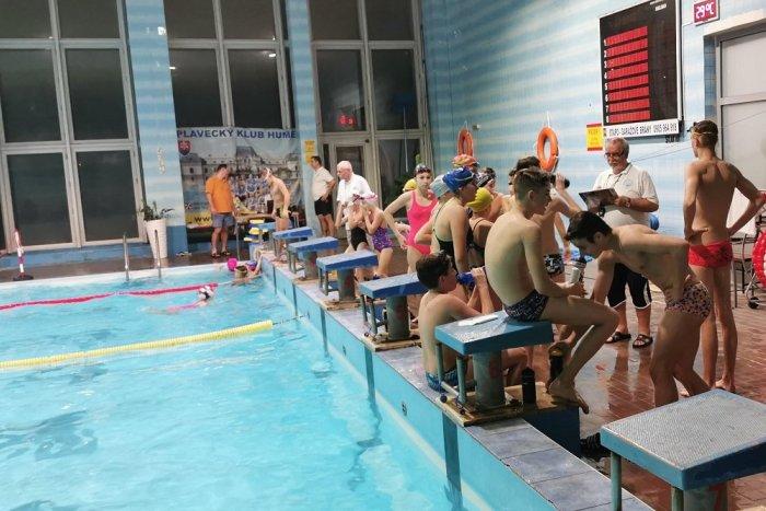 Ilustračný obrázok k článku V Humennom sa uskutočnil 10-hodinový plavecký maratón: Účastníci mali od 6 až po 71 rokov