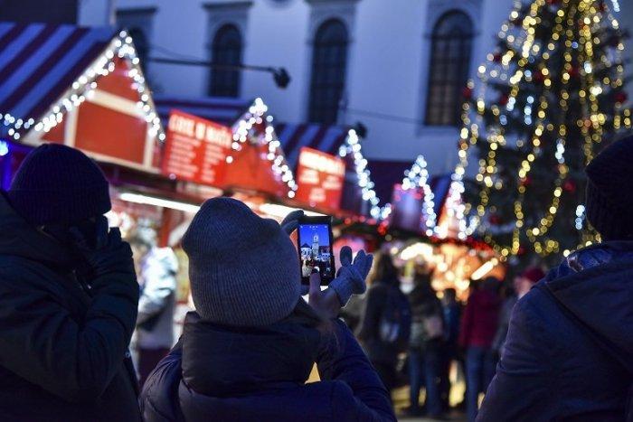 Ilustračný obrázok k článku Ďalšia obeť korony: Cigánsku, lokše ani punč si na Vianočných trhoch nedáme
