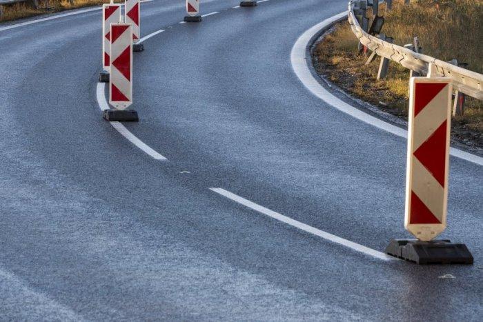 Ilustračný obrázok k článku Vozidlo s vodičom (75) vymrštilo do vzduchu a následne dopadlo do stredu cesty