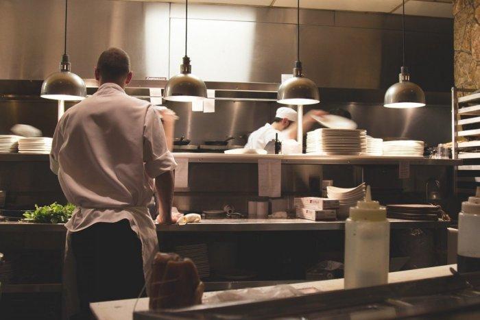Ilustračný obrázok k článku Nápad za milión! V nitrianskom podniku sa vynašli, jedlo servírujú v hotelovej izbe
