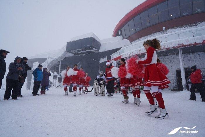 Ilustračný obrázok k článku Zima na Horehroní: Silvestrovská lyžovačka, obrovský snehový labyrint  i astrovlak