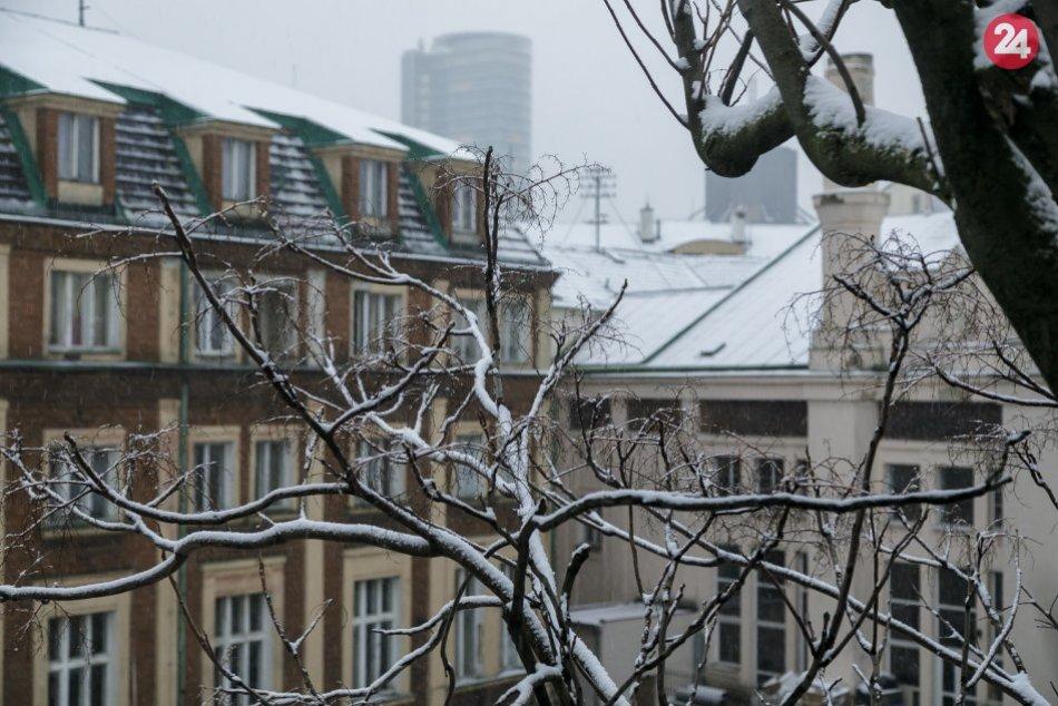 Ilustračný obrázok k článku Aj v meste sa dočkáme bielej romantiky. Kedy celú Bratislavu zasype sneh?