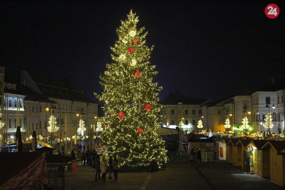 Ilustračný obrázok k článku Vianoce v Bystrici budú iné: Bez trhov, bez ohňostroja a čo Mikuláš či PROGRAM?