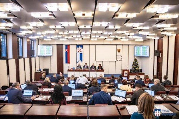 Ilustračný obrázok k článku Popradskí poslanci odklepli zmeny v rozpočte: Nová ľadová plocha nakoniec bude