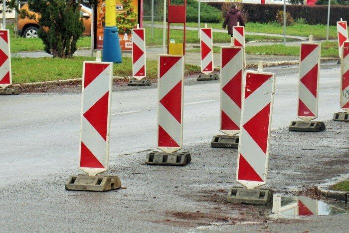 Ilustračný obrázok k článku Zvolenčania sa musia obrniť trpezlivosťou: Cestári budú naplno pracovať aj počas víkendu