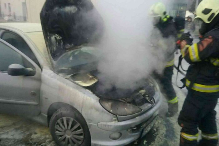 Ilustračný obrázok k článku Nočný požiar v Trnave: Na námestí zhorelo osobné auto