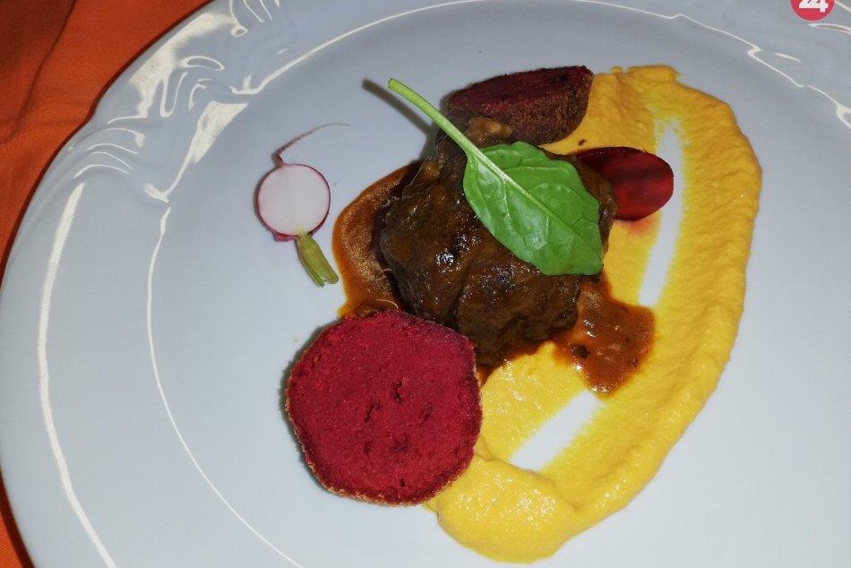Ilustračný obrázok k článku Tip na silvestrovský obed či večeru: Urobte si bravčové líčka na červenom víne