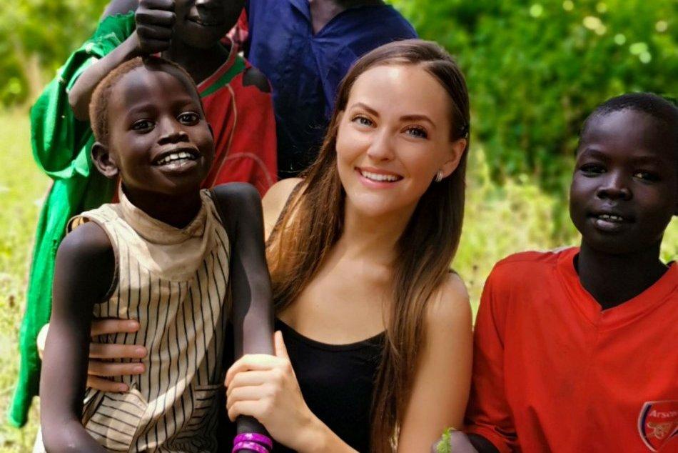 Ilustračný obrázok k článku Toto VIDEO vás dostane: Vďaka Monike si spievajú slovenské ľudovky už aj v Afrike