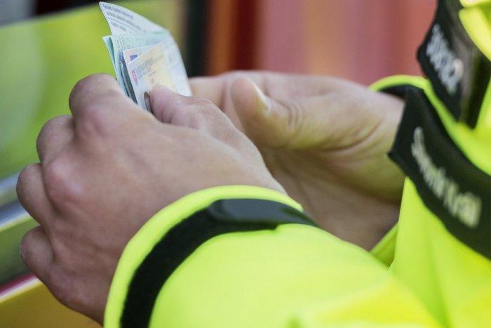 Ilustračný obrázok k článku Polícia klepla po prstoch falšovateľom vodičákov. Za jeden si pýtali aj 900 eur