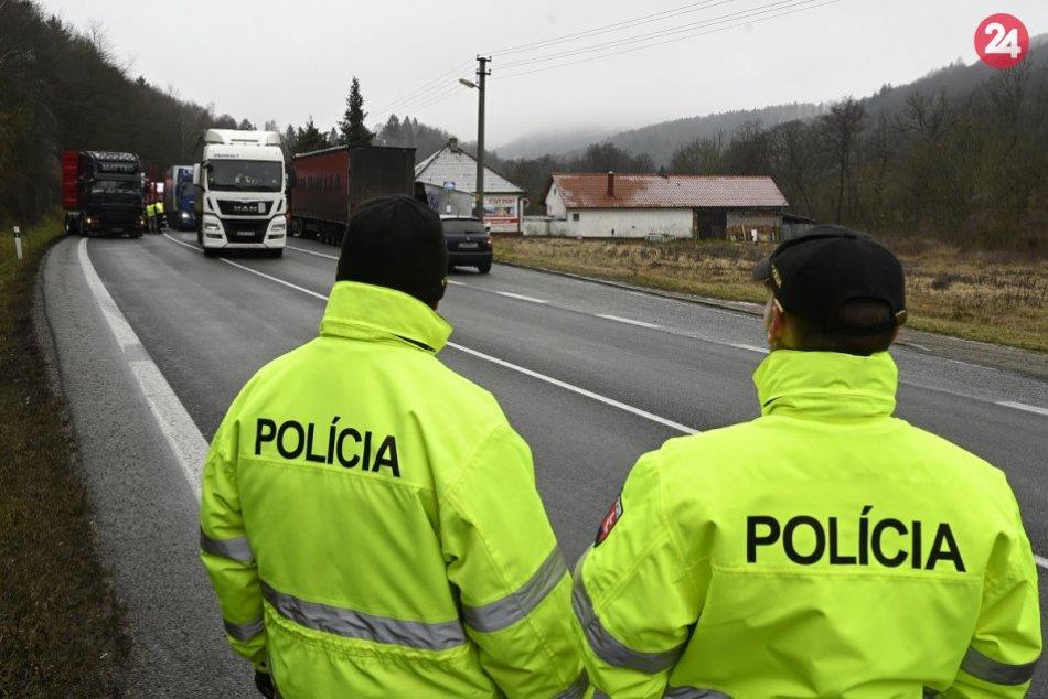 Ilustračný obrázok k článku Polícia rieši nehodu: Na hraničnom priechode v Drietome hlásia zdržanie