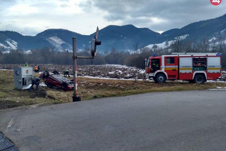 Ilustračný obrázok k článku Na severe Žilinského kraja došlo k zrážke vlaku s autom: Hlásia niekoľkých zranených