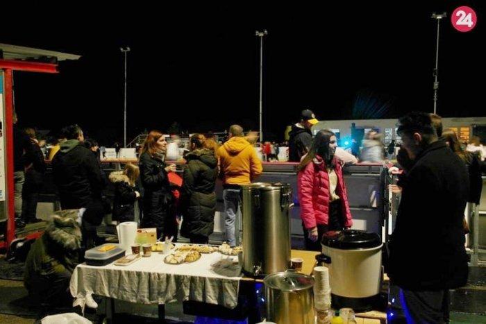 Ilustračný obrázok k článku Úspešné nočné korčuľovanie: Šaliansky ľad brázdilo vyše 500 účastníkov, FOTO