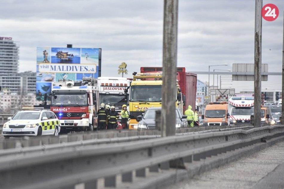 Ilustračný obrázok k článku Vodiči, POZOR! Vážna nehoda na D1: Kolóny sa tvoria už od Prístavného mosta
